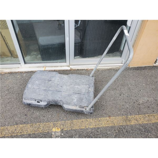 Rubbermaid 4 wheel dolly with handle