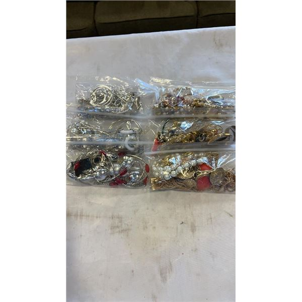 LOT OF JEWELLERY - SILVER AND GOLD TONE