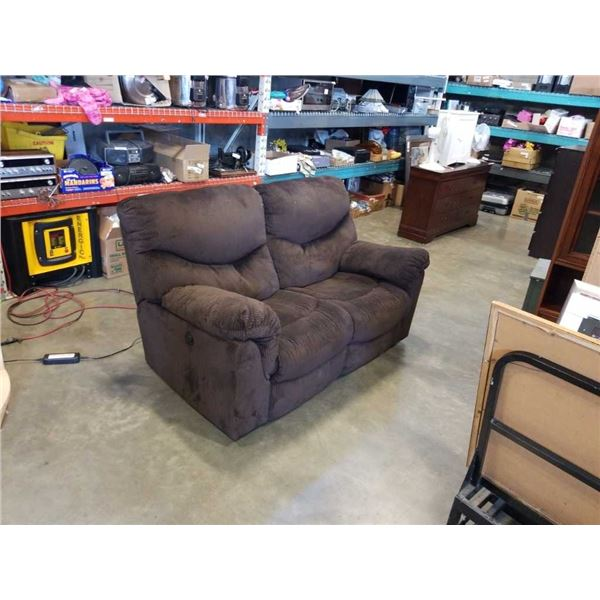 BROWN UPHOLSTERED ELECTRIC DOUBLE RECLINER - WORKING