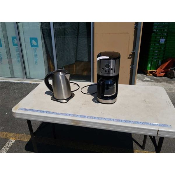 AS NEW INSIGNIA STAINLESS COFFEE MAKER AND INSIGNIA ELECTRIC KETTLE - TESTED AND WORKING
