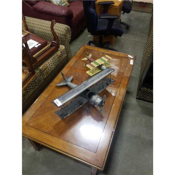 2 metal model airplanes