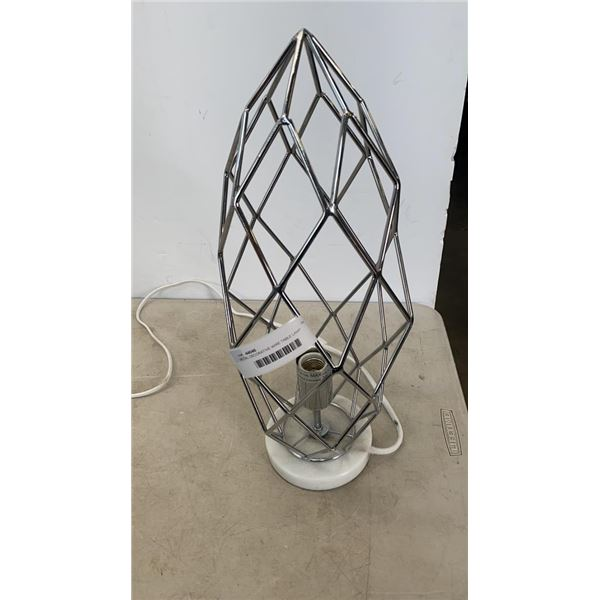 METAL DECORATIVE WIRE TABLE LAMP