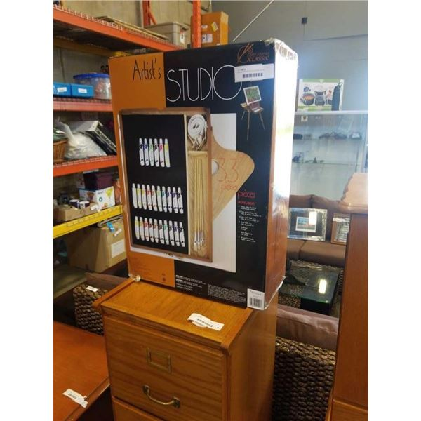 NEW ARTISTS STUDIO FOLDING EASEL WITH PAINTING SUPPLIES, CANVAS