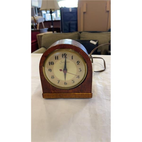 VINTAGE SESSIONS ELECTRIC WOOD CASED CLOCK