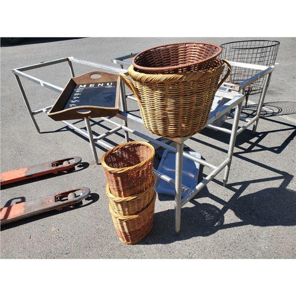 Lot of wicker baskets and weekly chalkboard tray