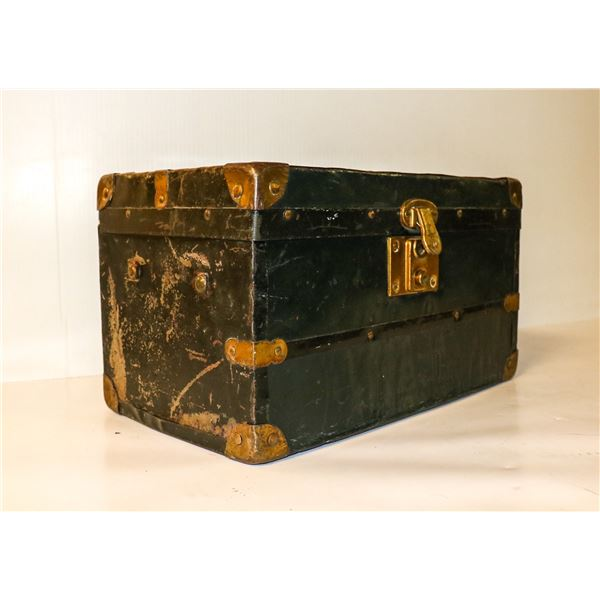 ANTIQUE MINIATURE LOCKING STEAMER TRUNK WITH KEY