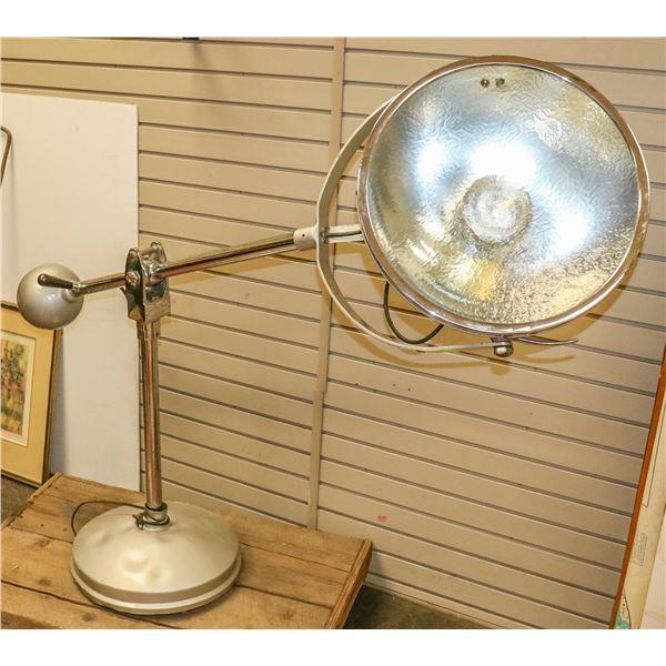 MASSIVE ANTIQUE OPERATING LAMP GREAT INTERIOR