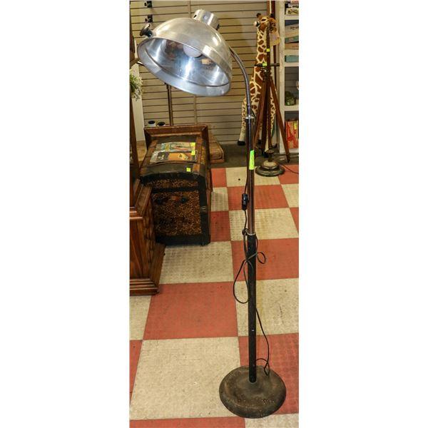 VINTAGE INDUSTRIAL FREE STANDING LAMP