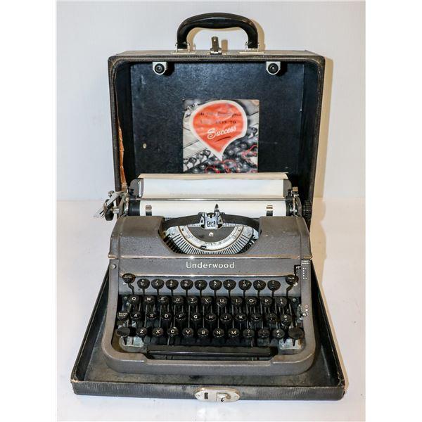 VINTAGE UNDERWOOD PORTABLE TYPEWRITER IN CASE