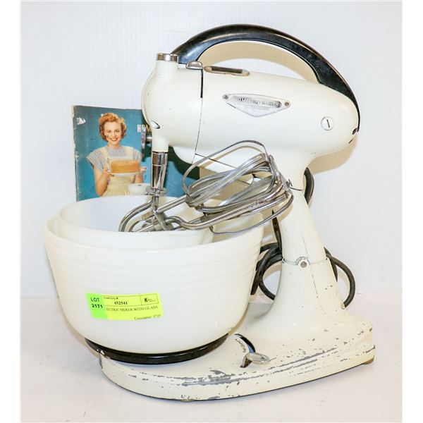 1950S ELECTRIC MIXER WITH GLASS BOWL