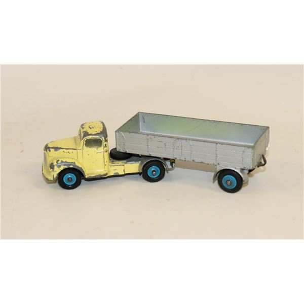 DINKY TOYS COMMER TRUCK AND TRAILER