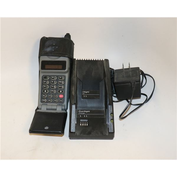 OLD SCHOOL MOTOROLA FLIP PHONE WITH CHARGER