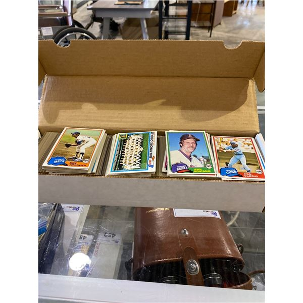 BOX OF ASSORTED TOPPS BASEBALL CARDS
