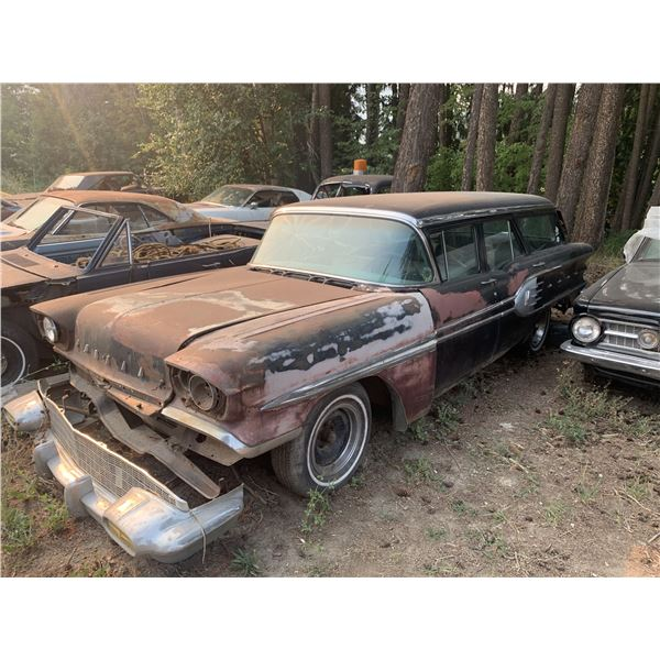 1958 Pontiac Safari wagon - usual rust, cool project