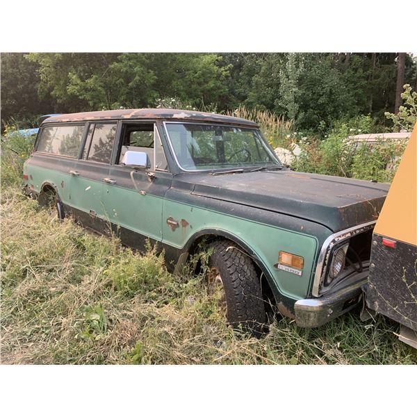 1971 GMC Suburban - 3/4 ton, was original 402 engine still in truck, rotten but restorable