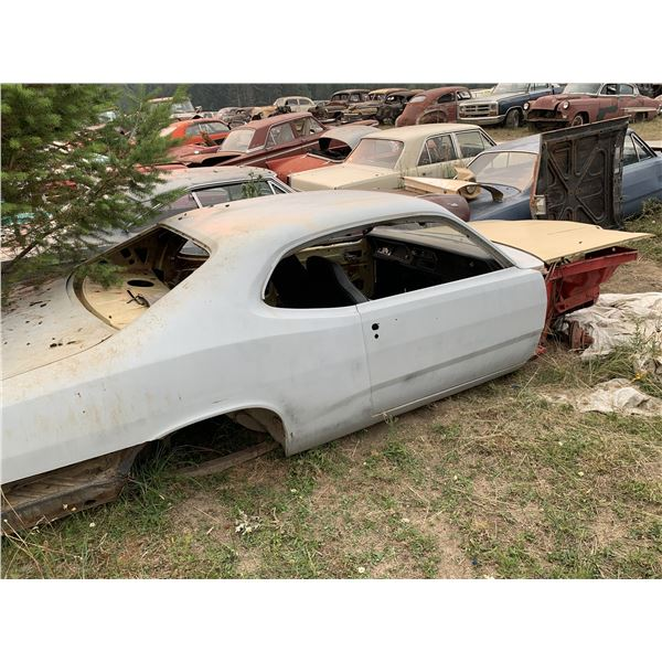 1973 Plymouth Duster Shell - Exellent body, no driveline, highback split bench seat, no fenders