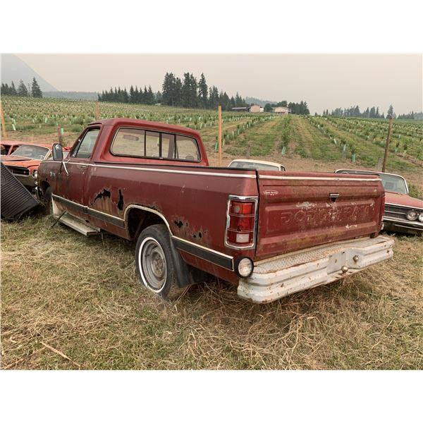 1981 Dodge 1/2 ton - 318, 4 speed, runs good, for parts