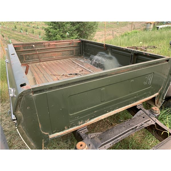 Dana 60s chassis (4x4, 1 ton) with 1976 Ford Box
