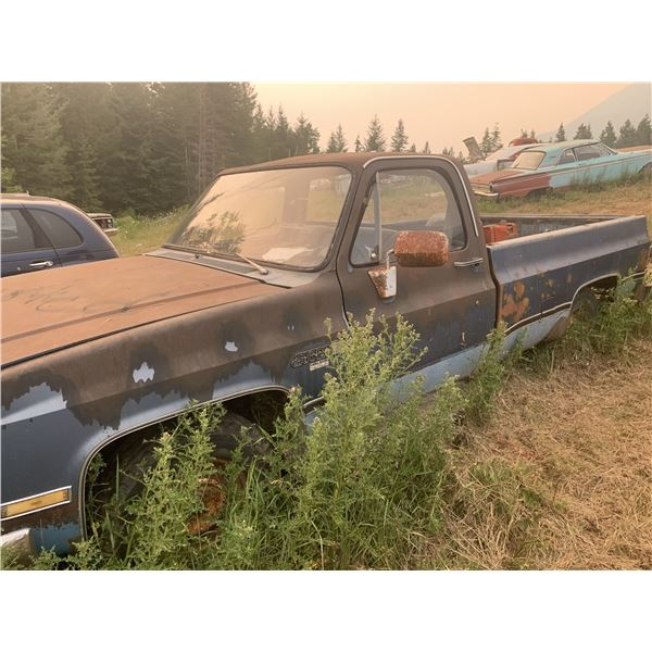 Chevy Squarebody parts truck