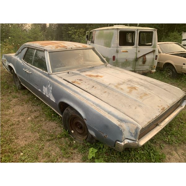 1962 Ford Thunderbird - parts car, mostly complete