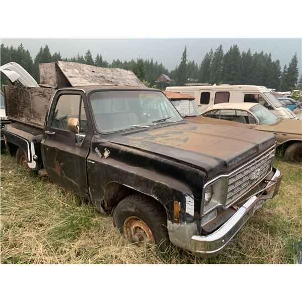 Chevy squarebody - 4x4, runs, body is very rough, good chassis
