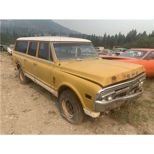 1971 GMC Suburban - runs, almost complete, rusty