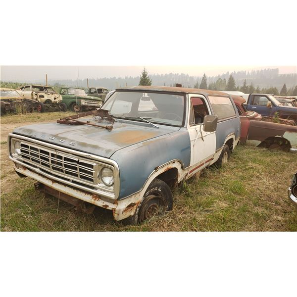 1976 Dodge Ramcharger - full convertible, 360 engine, may run, rough body, restorable