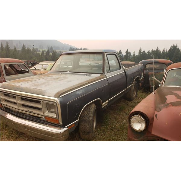 1984 Dodge Fleetside - exellent body, 400, auto, should run