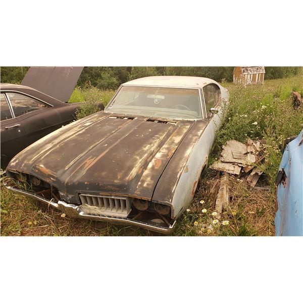 1968 Oldmobile Cutlass Supreme - 2dr hardtop shell, good body
