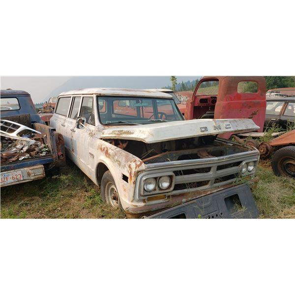 1970 GMC Suburban - exellent body, USA car