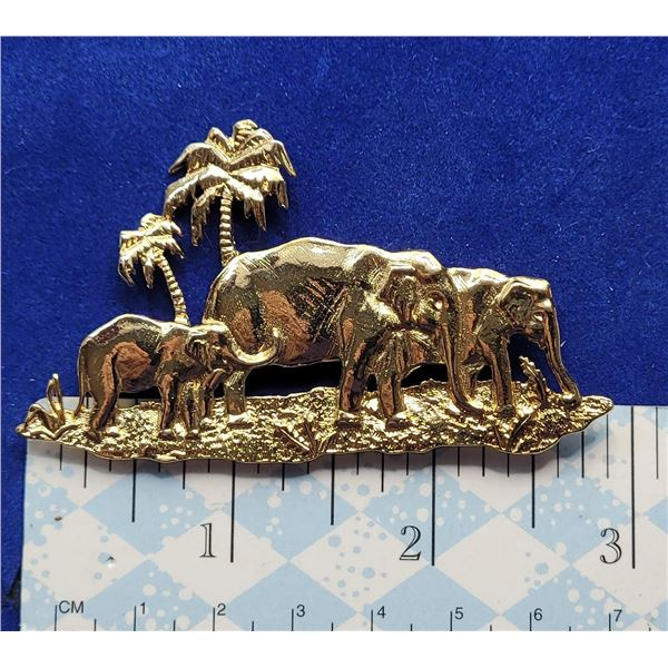 19)  GOLD TONE ELEPHANTS ON THE SAVANNA