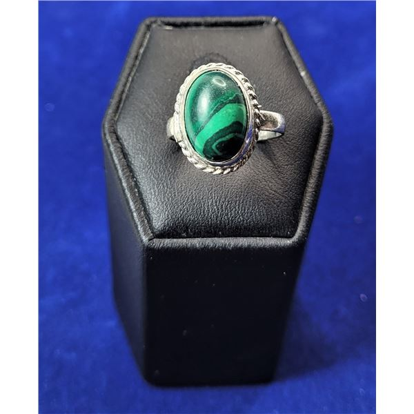 15)  NATURAL OVAL MALACHITE RING, SET IN 925