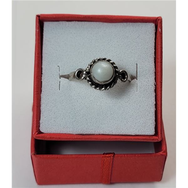 25)  SILVER TONE AND ROUND MOONSTONE RING
