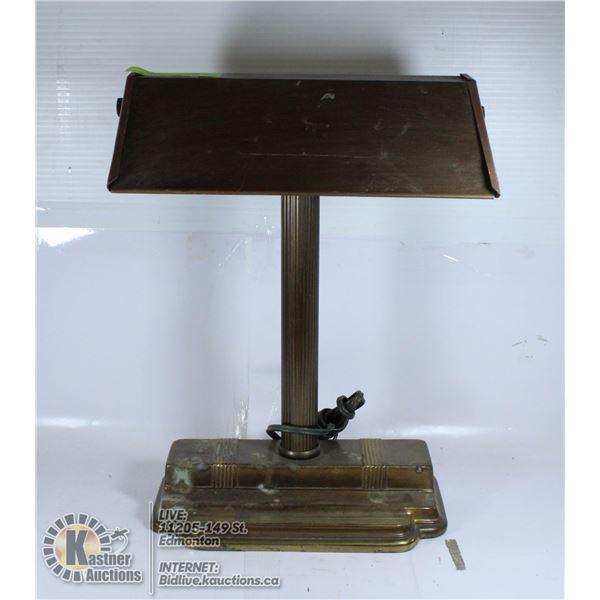 UNCLAIMED METAL DESK LAMP