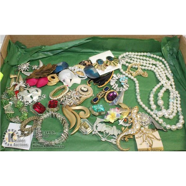FLAT OF VINTAGE BROOCHES PINS JEWELRY