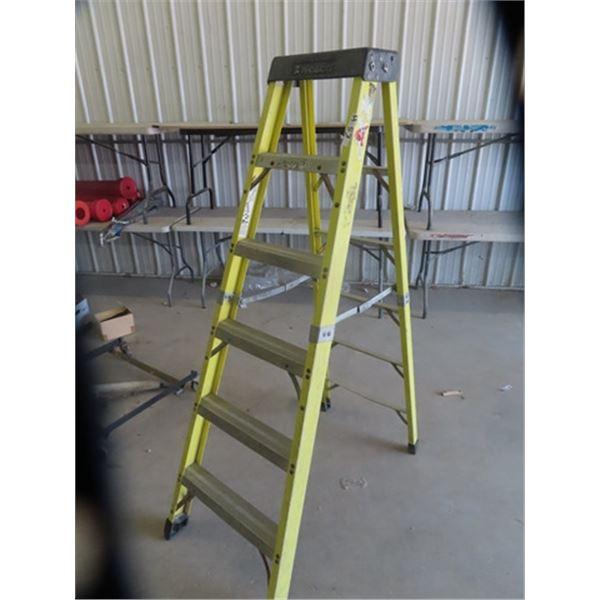 Featherlite Fiberglass Step Ladder 6' & Carpenters Belt