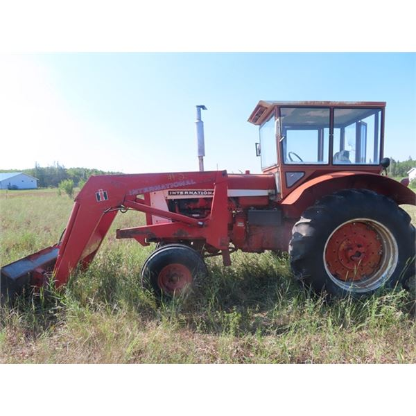 Int 806 Dsl Cab Tractor w Dual Hyd, 540 PTO, High Low Transmission, 18.4-34 Tires & Int FEL -Showing