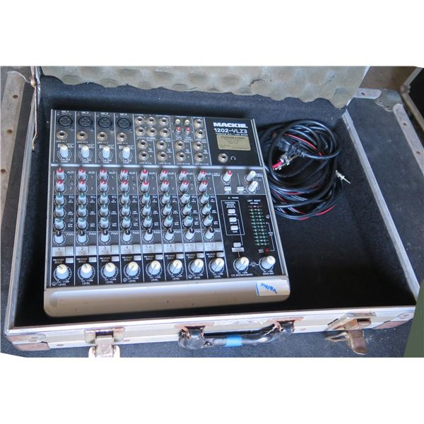 Mackie 1202  4 Mic + 2 Aux Input Mixer in Case