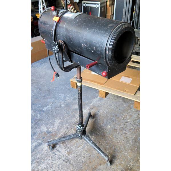 Strong Trouperette II Spotlight - 600 watt, Can Break Down