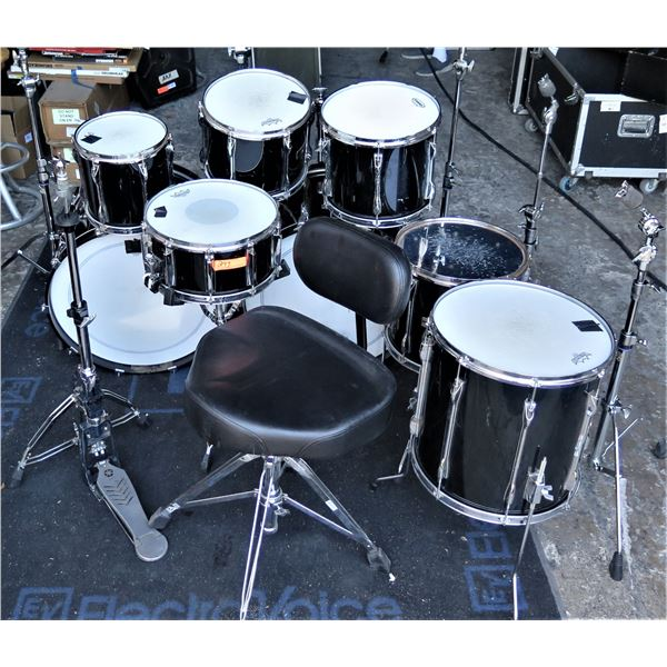 Yamaha Recording Custom w/Cases;  Throne, HH, Sn Stand, Pedal, 4 cym stands