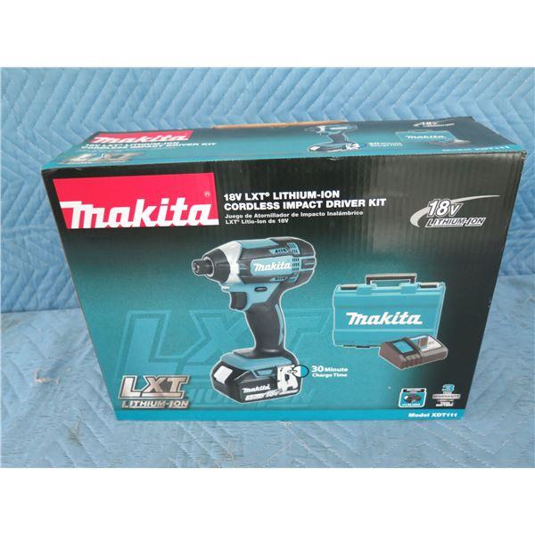 Makita XDT111 Cordless Impact Driver Kit 18V New in Box