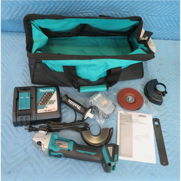 Makita XAG03 Cordless Angle Grinder 18V w/ Charger, Attachments & Carry Case