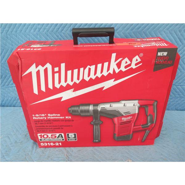 """Milwaukee 5316-21 Spline Rotary Hammer Kit 1-9/16"""" New in Box"""