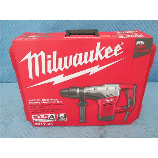 "Milwaukee 5317-21 SDS-Max Rotary Hammer Kit 1-9/16"" New in Box"