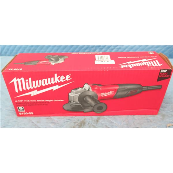 """Milwaukee 2668-20  2-Speed Right Angle Impact Wrench 3/8"""" (Tool Only) New in Box"""