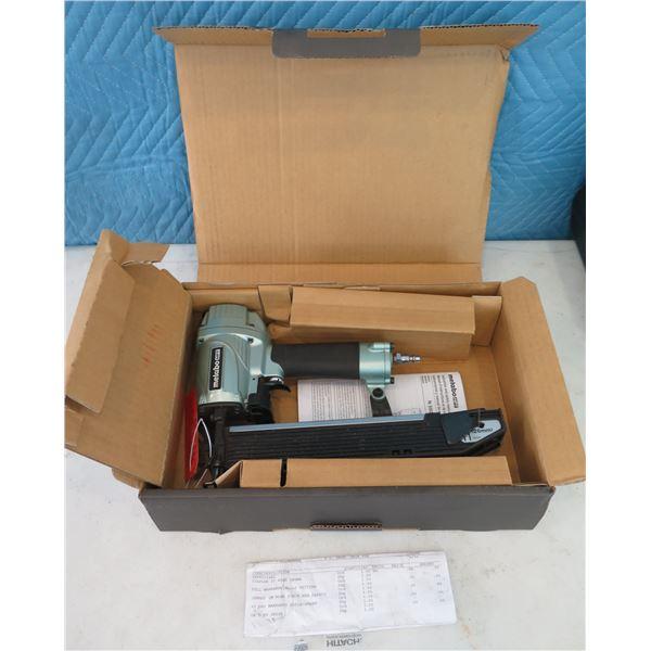 "Hitachi Metabo HPT N5024A2 Stapler 2"" Wide Crown in Box  (Returned Item)"