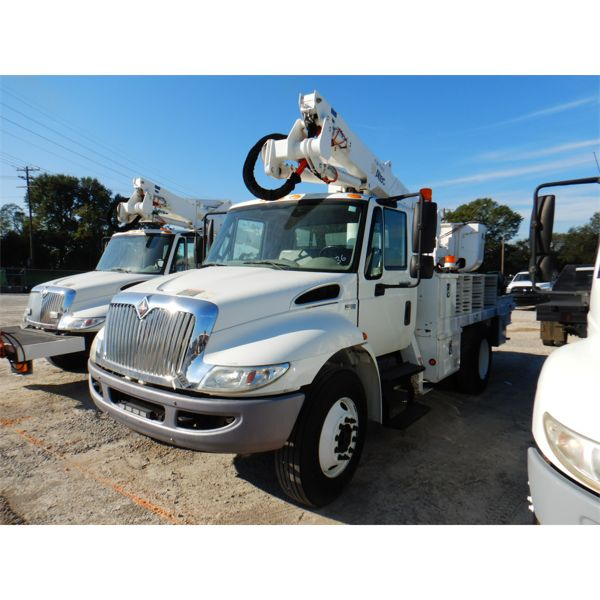 2013 INTERNATIONAL 4300 Bucket Truck
