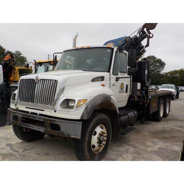 2006 INTERNATIONAL 7600 Boom / Crane Truck