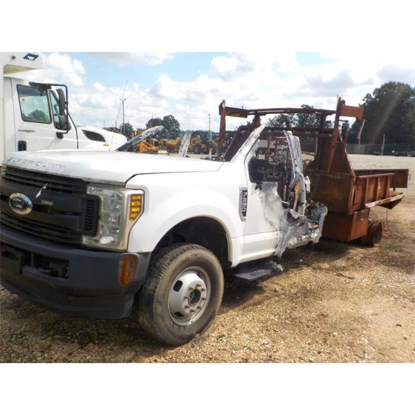 2018 FORD F350 Flatbed Truck