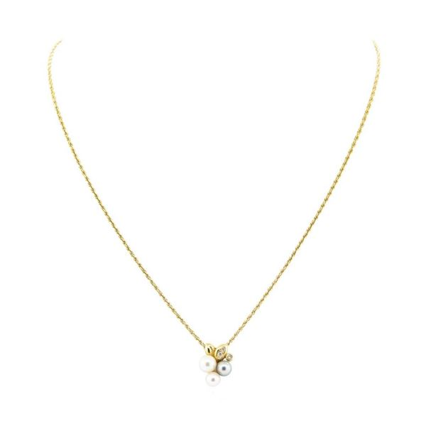 0.08 ctw Diamond and Pearl Pendant with Chain - 18KT Yellow Gold